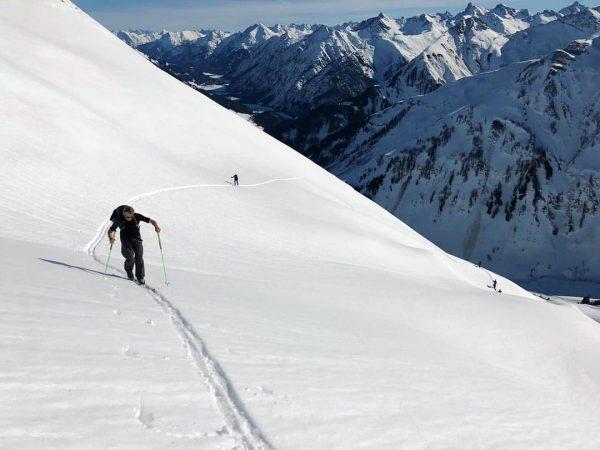 A little hike in the Alps 🏔 . . . . #sportalp #lech #arlberg #winter #ski #snowboarding...