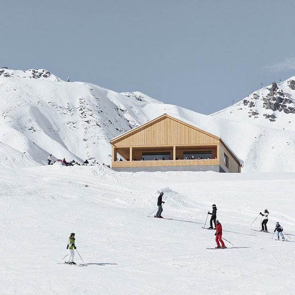 The architects of Bernardo Bader designed the ski lodge Wolf between two lift ...