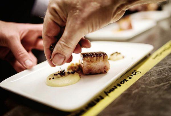 Happy Sunday! #restaurantmangold #vorarlberg #bodensee #lochau #daslebenlieben #theartofplating #organicfood #markusgmeinerstarkefotografie #einfach #culinarylife #culinary #plating #anrichten #daskulinarischeerbederalpen #food...