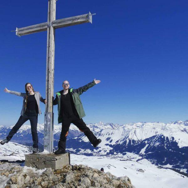 Gipfelstürmer 🏔👩❤️👨 #hahnenköpfle #ifen #kleinwalsertal #gipfelkreuz #mountainsarecalling #allgäuliebe Skigebiet Ifen