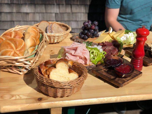 Bei uns auf der #Kaltenberghütte erwartet euch unser legendäres Bergfrühstück mit Produkten direkt ...