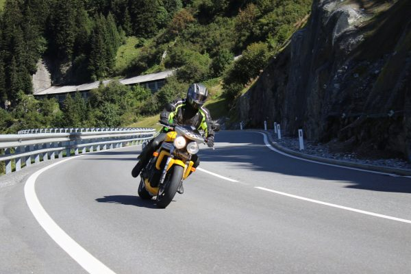 Die Kurven bei Stuben Richtung Arlberg und Flexenpass sind ein Hit, unser Einkehrtipp ...
