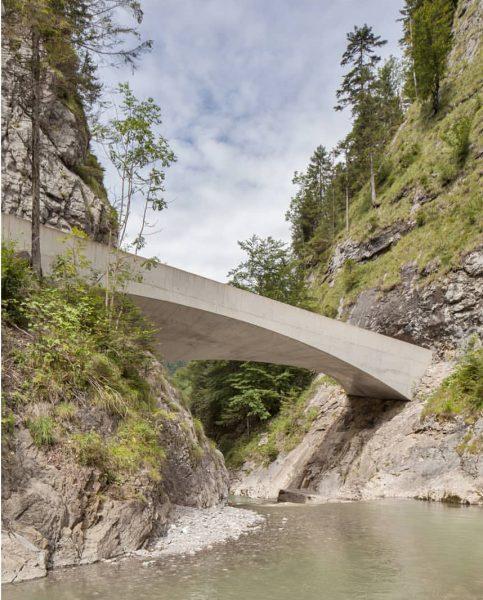 . . . . #schanerlochbrücke #bridge #vorarlberg #dornbirn #ebnit #austria #österreich #martemartearchitects #martemarte #dornbirnerache #architecture #archiporn #architecturephotography...
