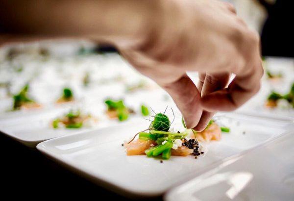 Kitchenaction, we are on it! #restaurantmangold #vorarlberg #bodensee #lochau #daslebenlieben #jre #culinarylife #culinary #daskulinarischeerbederalpen #food #foodstagram #foodporn...