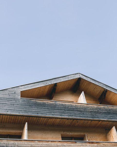 Wandering around @visitbregenzerwald means seeing plenty of wooden houses 🏠 Biohotel Schwanen Bizau