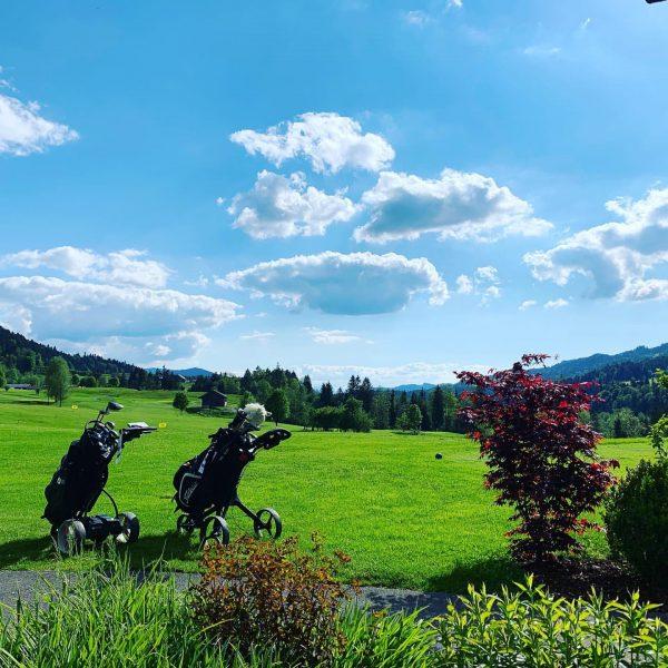 #instagolf #golf #sunshine #summer #green #christihimmelfahrt #summerday #nature #schlägerinsloch #bregenzerwald #golfer #golfshot Golfpark Bregenzerwald