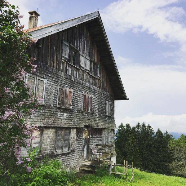 #Holz #schindeln #traditionellearchitektur #bregenzerwald #myvorarlberg #visitvorarlberg Sulzberg, Vorarlberg, Austria