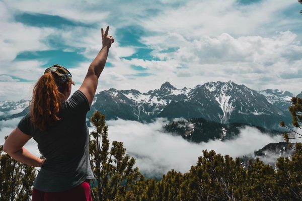 Freedom ✌🏼🏔 . . . . #berge #hiking #wandern #horizont #alpen #vorarlberg #mondspitze ...