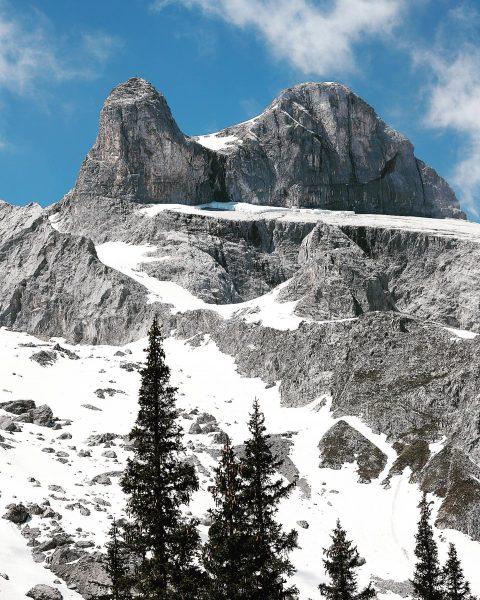 𝚝𝚠𝚘 𝚘𝚞𝚝 𝚘𝚏 𝚝𝚑𝚛𝚎𝚎 🏔 #shotzdelight #austrianroamers #visitaustria #visitvorarlberg #weloveaustria #mountains #hikinggirl #hiking ...