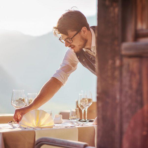 mise en place!👌 #gastronomie #finedining #waiter #waiterlife #hotel #amholand #sommelier #summer #holiday #bregenzerwald Hotel am Holand
