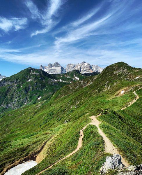 𝑰𝒎𝒎𝒆𝒓 𝒘𝒊𝒆𝒅𝒆𝒓 𝒔𝒄𝒉𝒐̈𝒏 🥰 𝑫𝒆𝒓 𝑮𝒐𝒍𝒎𝒆𝒓 𝑯𝒐̈𝒉𝒆𝒏𝒘𝒆𝒈 🥾 #golmerhöhenweg #vorarlberg #visitvorarlberg #austria #visitaustria ...