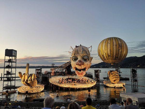Gestern Abend war die Generalprobe der alljährlichen Bregenzer Festspiele. Am 17. Juli ist ...