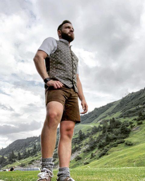 #lederhose #tracht #bergen #austrianstyle #menstyle #bearded #menhairstyle #mountains #warthschröcken #vorarlberg #österreich🇦🇹 #jamitfilter Ski- ...