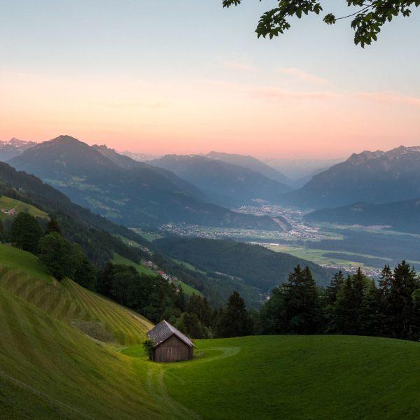 Naturjuwel hoch über dem Walgau Ein anderer Ausblick auf die Alpenstadt nach Bludenz ...