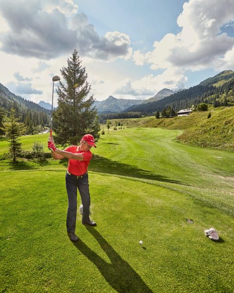 Experience the best of nature and golf in the Arlberg ⛳️🏌🏼‍♀️⁠ .⁠ Photo ...