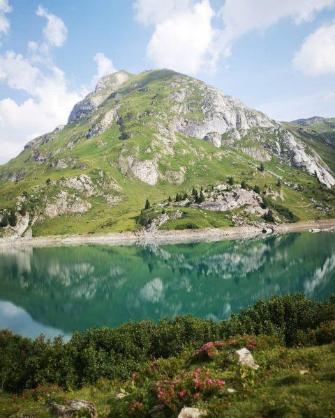 Good morning mother nature.... @lechzuers #mountains #bergwelten #silence #lebenwoandereurlaubmachen #livinginapostcard #wandern#summer #bergsommer #lechzuers #einfachraus #morgenstimmung #lakespuller #sportalplech...