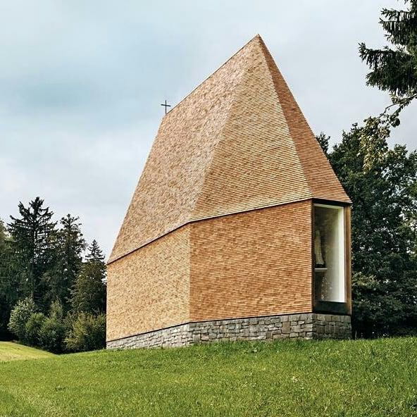 Gemeinsame Sache mit Holz! Am Rand des Vorarlberger Dorfes Krumbach wurde eine verfallene ...