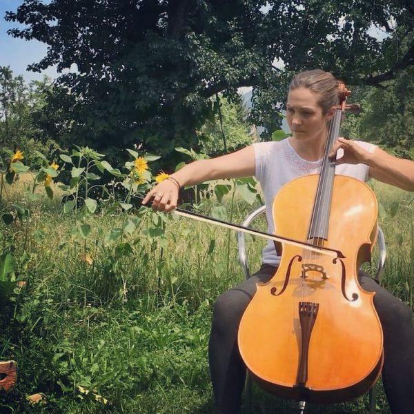 Klangstück Musik & Tanzperformance Cello: Melissa Hiebeler @mellifera1982 Tanz: Verena Wohlrab @verenawohlrab_meersein Am ...