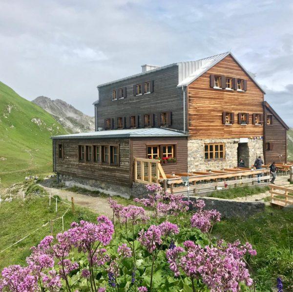 Wandertag am Feiertag... Zürs-Stuttgarter Hütte-Rüfikopf-Lech 🇦🇹✅ . . #wandertag #feiertag #zürs #stuttgarterhütte #rüfikopf ...