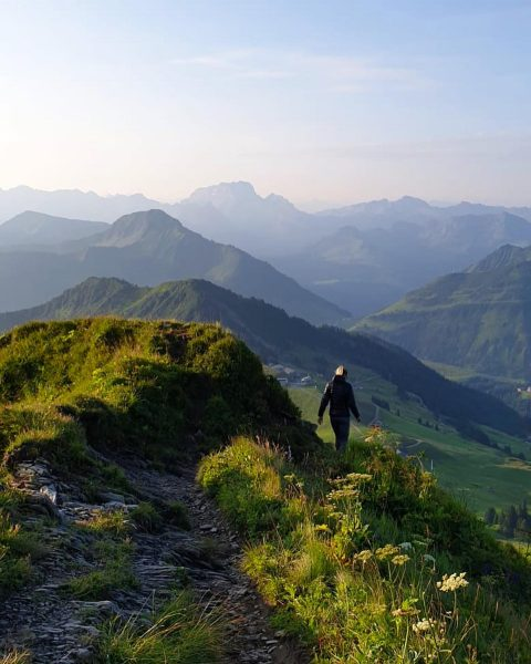 Wandern bei Sonnenaufgang 😍🌄 #bergwandern #mittagspitze #sonnenaufgang #morgenstart #aufstehen #aufwachen #geniessen #natur #naturpur ...