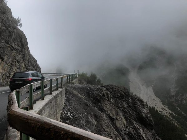 Vor einer Woche 33 Grad Celsius, heute Sitzheizung: #Furkajoch #Vorarlberg #Lichtundschatten #Wolken #Herbst