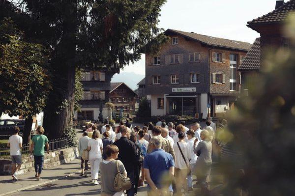 Rundgang am Morgen vertreibt Kummer und Sorgen! Die Bregenzerwälder Frauen! Geliebt, gerühmt, besungen. ...