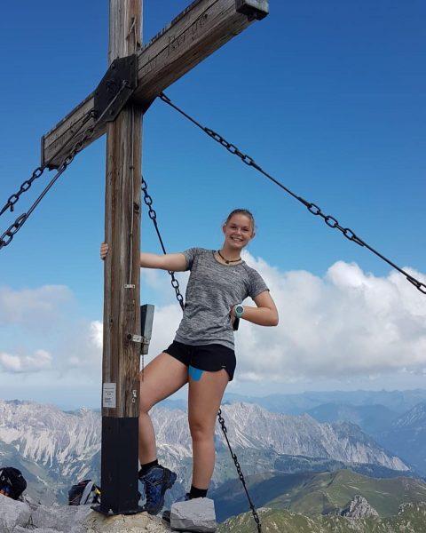 Tage wie diese! 🥰👣🏔 #montafon #vorarlberg #hiking #mountain #summit #dreitürme #gauertal #lindauerhütte #girl #austriangirl #sun #bluesky #rocks...
