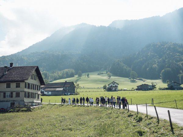 An den vormittäglichen Rundgängen teilzunehmen ist ja aus zweierlei Hinsicht empfehlenswert: Man spaziert ...