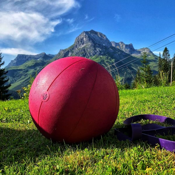 Training with Perfect View 🤘🏼 #training #personaltraining #perfectview #oberlech #lech #omes #morning #sun ...