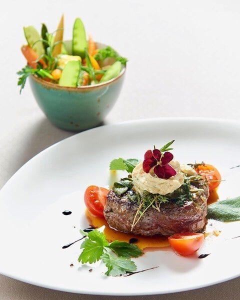 Aktuelle Öffnungszeiten Restaurant Täglich servieren wir von unserer Speisekarte Mittags 12.00 - 13.30 ...