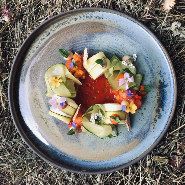 Aktuelle #speisekarte #ratatouille #zuchinni #melanzzani #tomate #paprika #ziegenfrischkäse #fuxbau_restaurant #fuxbau #fuxbaustuben #immernochsommer #vetterhof #schoepftobias #gitterlemarkus #metzlernaturhautnah
