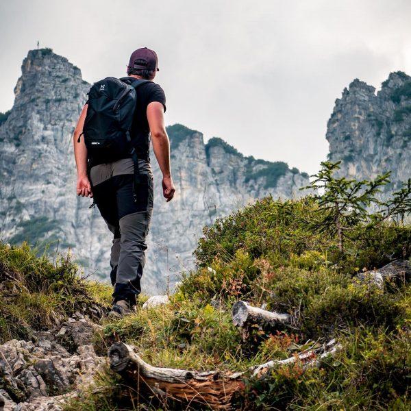 Feierabend-Wanderung mit @best.mountain.artists von Tschengla über Schillerkopf und Mondspitze . . #schillerkopf #mondspitze ...