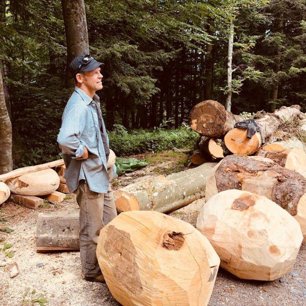 working ! #woodsculpture #woodfurniture #alpengasthof #bruggelekopft #alberschwende #bregenzerwald #domesticwild #arianepatout