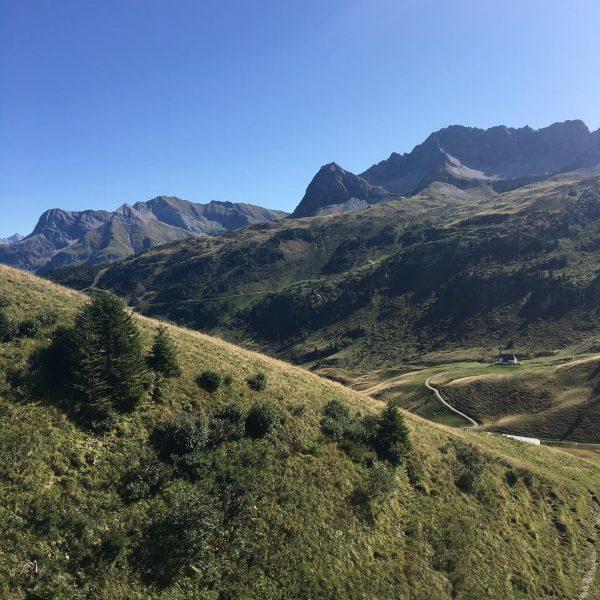 #wanderurlaub @visitbregenzerwald🥾🌲🍂 #schtûbat #holidayweekend #mountainhike #visitvorarlberg #explorevorarlberg #warthschröcken #mountainlovers #wirsindklimaneutral #greenhotel #instatravel #natur #nature #guesthouse #bedandbreakfast #arlberg...
