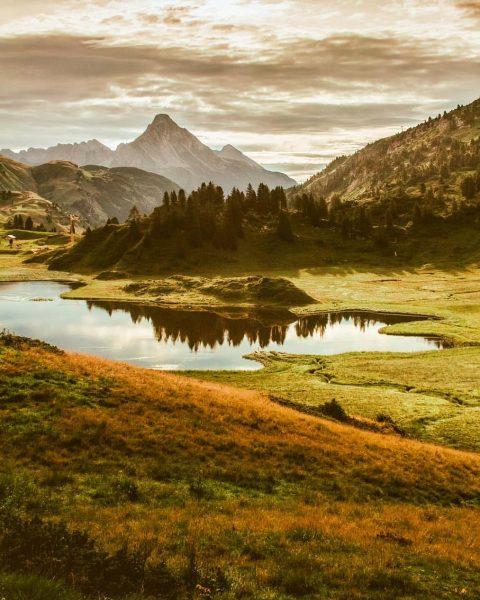 🇩🇪 Bild aus Vorarlberg - Österreich die Alpen die den Körbersee und den ...