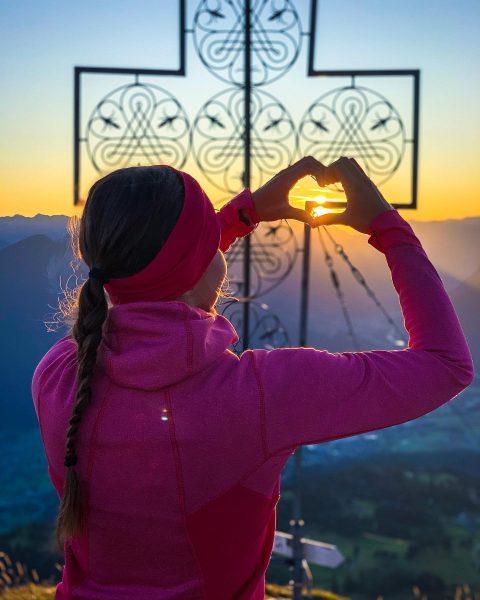 Good morning 🌄🧡 • • 📸 @hey.sassy_ #sunrise #heimatliabi #bergliabi #mondspitze #whataview #mountaingirl ...