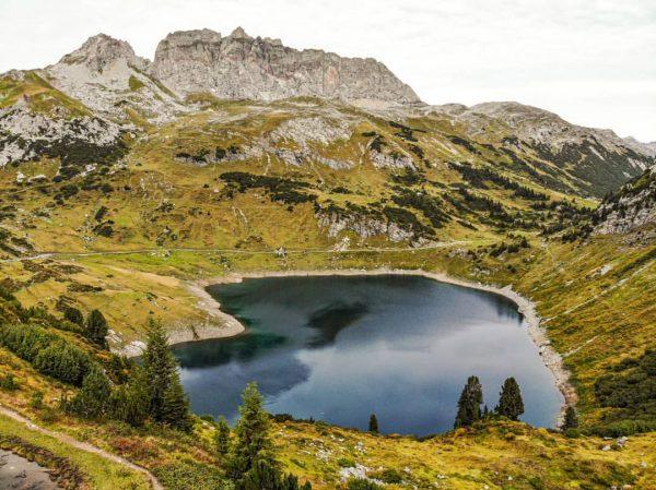 Formarinsee. Ein wunderschöner Ort im Herbst! #photography #alps #mountainbike #mountains #mountainlove #landscape #stantonamarlberg ...