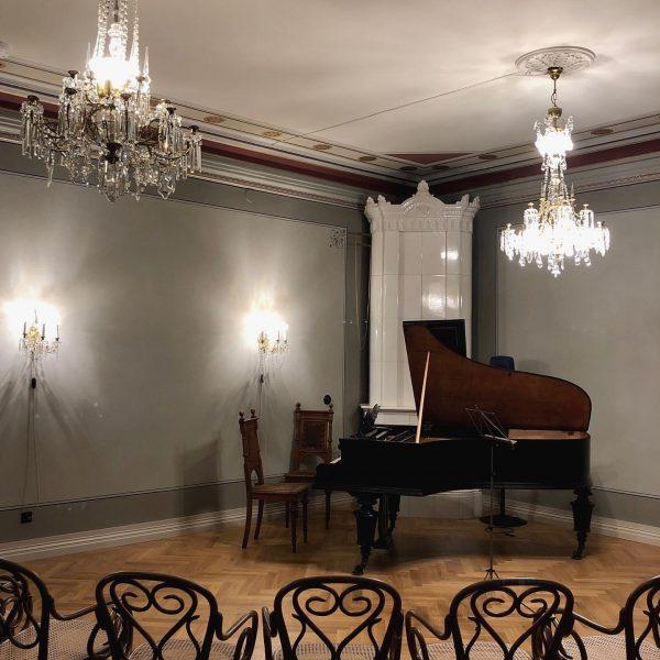 Eilisillan musiikkia! Schubertin virtuoositeoksia Bösendorfer-pianolla Angelicum-salissa. Myös iki-ihana Fantasia C-duuri, D934, ja sen ...