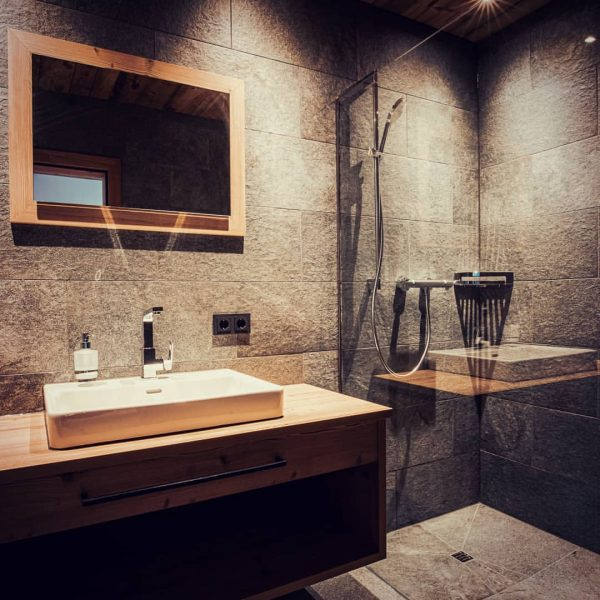 #bathroom #mirror #showertime #bürserberg #rufanaalpin #rufanaalp #brandnertal #nice #holidays #vacation #nature #stone #hitthelights ...
