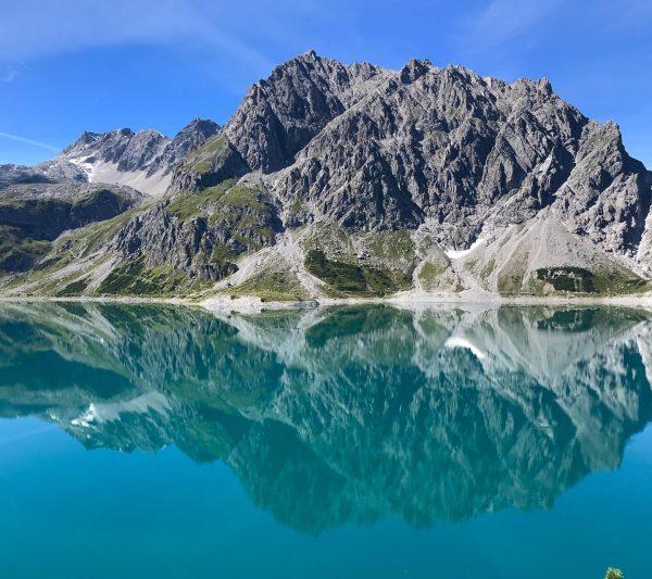 Wenn man das Gefühl hat, die Berge setzten sich unendlich fort.... Ein schönes ...
