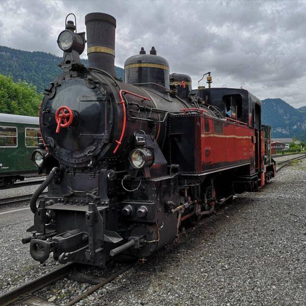 Dampflokomotive Uh 102 der Bregenzerwaldbahn in Bezau vor dem Lokschuppen #dampflok #bregenzerwaldbahn #uh102 ...