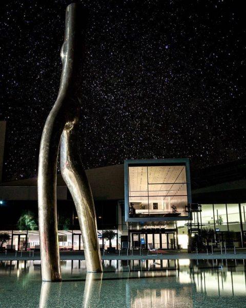 #Bregenz by night...danke für dieses schöne Bild @sebilutz 🤗 #visitbregenz #bynight #sternenhimmel Festspielhaus ...