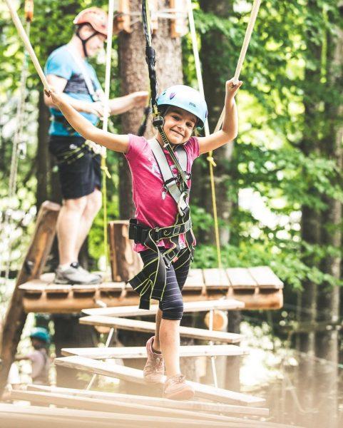 Bei uns können auch die kleinsten Familienmitglieder die ersten Kletterversuche wagen. 🧗♀️🐒 Waldseilpark Golm