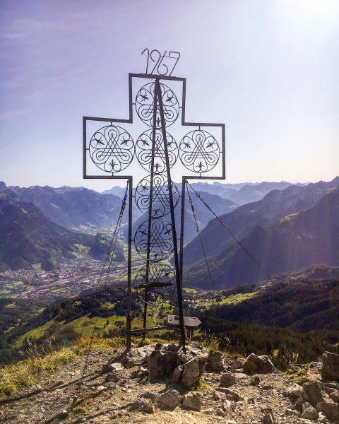 Schönstes Gipfelkreuz ⛰ ✨🌙 #bürserbergergipfeltour #mondspitze #weekendsinthemountains #vorarlberg #brandnertal Mondspitze