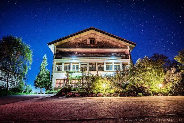 #restaurant #schulhus #krumbach #bregenzerwald #vorarlberg #zweihauben #wissenwasmanisst #nightphotography #summernights #sonyalpha #sony #photography #stars ...