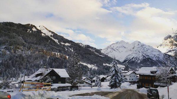 #mountain #snow #alotofsnow #winter #winterishere #Austria #view #beautiful #awesomeplace #Hirschegg #kleinwarseltal #loveit😊❄⛄🚠 Suitehotel ...