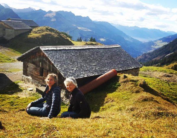 Wenn zwei Bratschistinnen den Bratschenkopf erklimmen... #lespassions #altemusik #bern #stgerold #propsteistgerold #cd #dayoff ...
