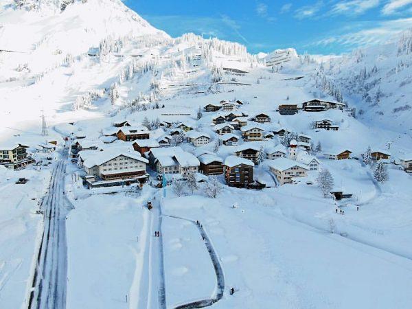 Ohne Worte ❄️☀️ #apresposthotel #stubenamarlberg #winterwonderland #traum #schnee #allwhite #funinthesun #sonne #traumtag #winter ...
