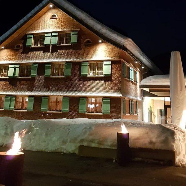 Winterabend #sonnemellau #sonnelifestyleresortbregenzerwald #sonnenstrahlen #seminar #eventlocation #erwachsenenhotel #genuss