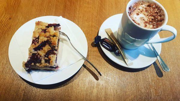 Zwetschgenkuchen mit Kakao 😍 #bregenz #lecker #kuchenliebe #kakao Petrus Café Brasserie